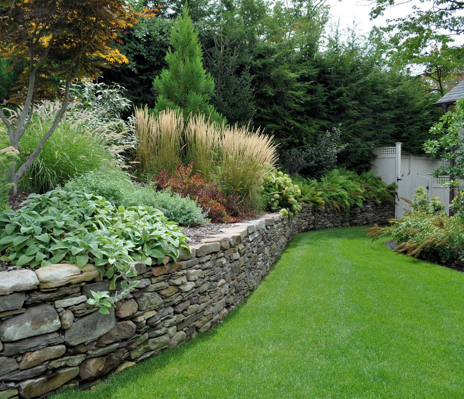 Dry laid pennsylvania field stone wall tenafly elegant for Retaining wall plants landscaping