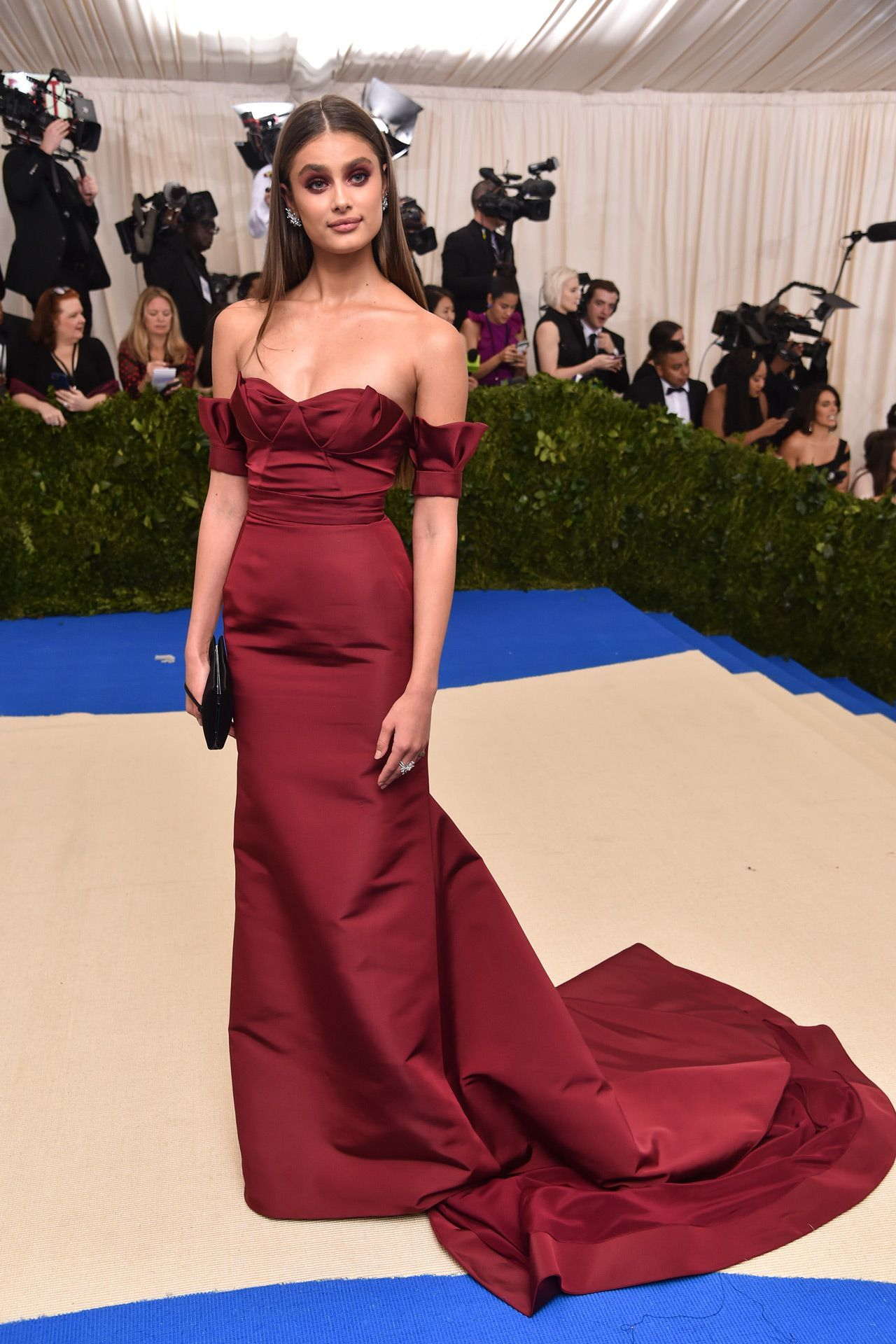 Lo lo lord and taylor party dresses - See The Met Gala 2017 Dresses On Vogue Don T Miss All The Met Gala 2017 Red Carpet Dresses As They Arrive From Rihanna And Beyonce To Katy Perry And Blake