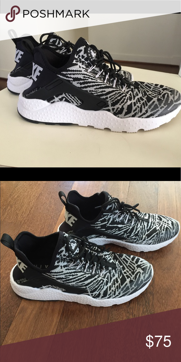 79685717392a Nike Air Huaraches Limited edition print! Super comfortable. Gifted by a  friend who works at Nike. I only wore them one time because they are 1 2 a  size too ...