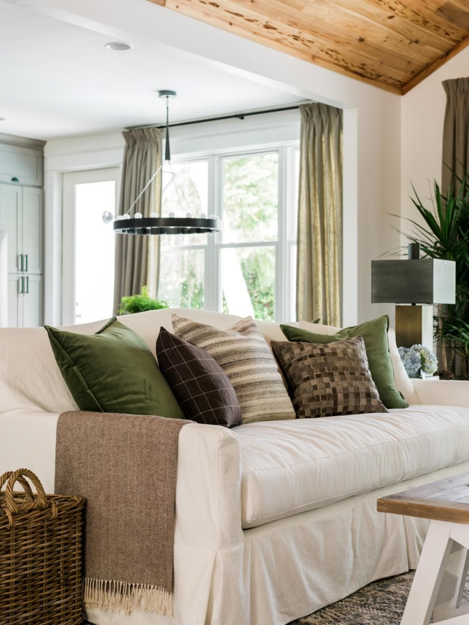 Hgtv Small Spaces Living Rooms: HGTV Dream Home 2017: Living Room Pictures >> Http://www