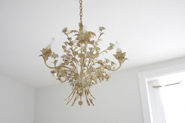 Perfect expression of a dreamy bedroom chandelier