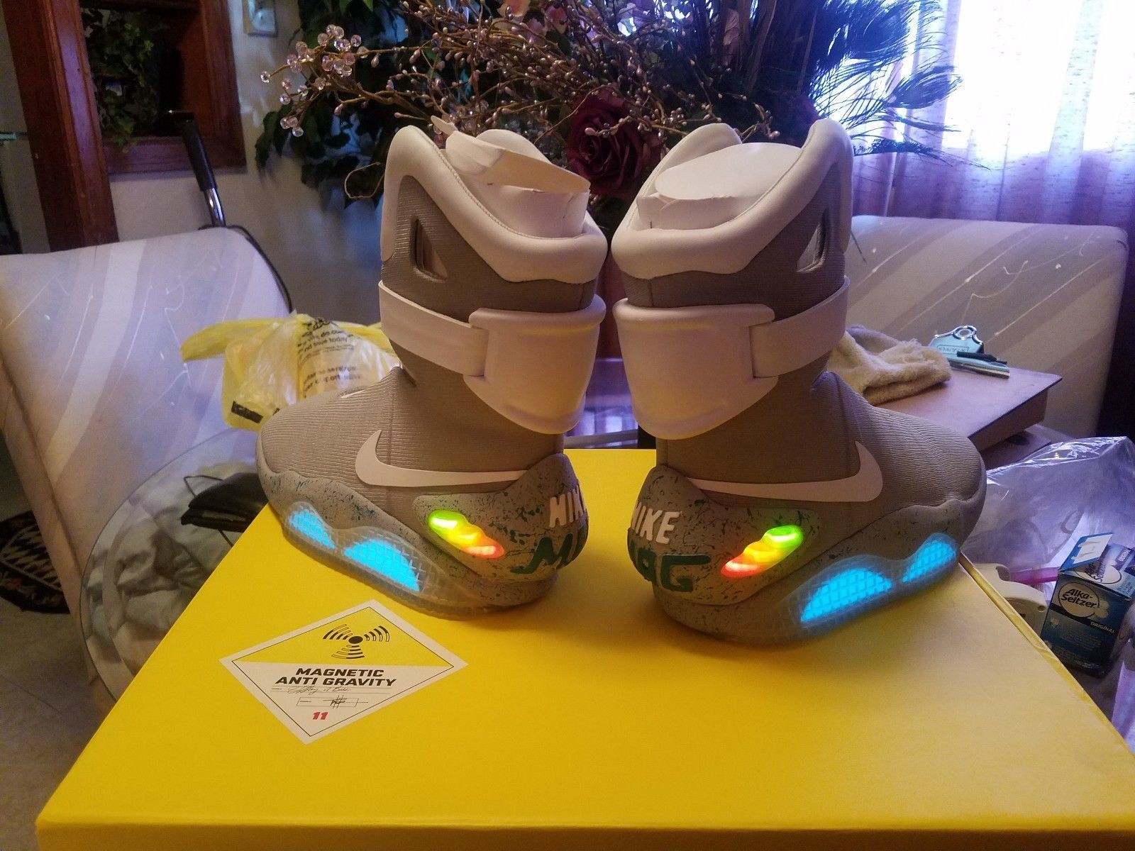 f29fd0f5df90 Details about Nike Air Mag back to the Future 2011!! DS Marty McFly ...