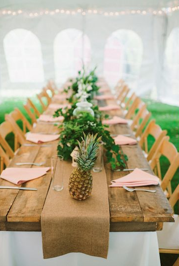 Pineapple decor in a sunny summer setting host of the for Ananas dekoration