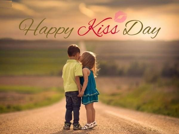 Seventh Day Of Valentine Kiss Day Ides Sms Greeting Cards Wishes