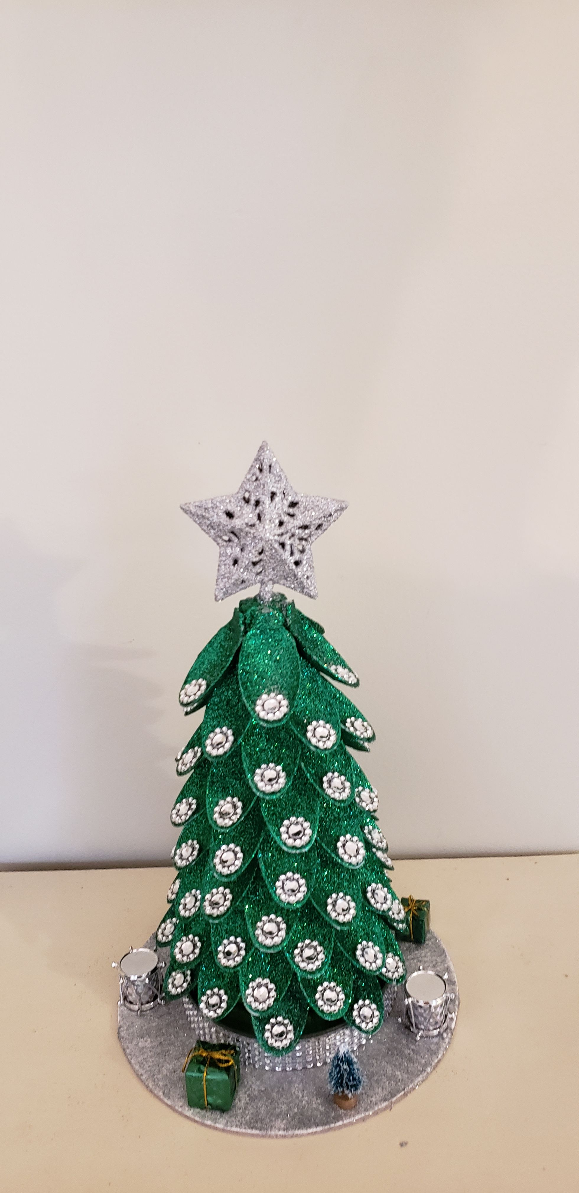 Green and Silver Christmas Tree #sunflowerchristmastree