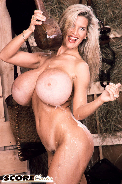 Amateur small tits girlfriend blowjob