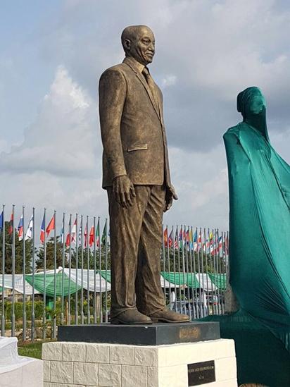 FOW 24 NEWS: ULC Rejects Zuma's Statue In Owerri, Demands It Pu...