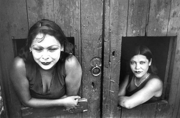 Henri Cartier-Bresson - Mexico City - Prostituées - Calle Cuauhtemoctzin (1934)