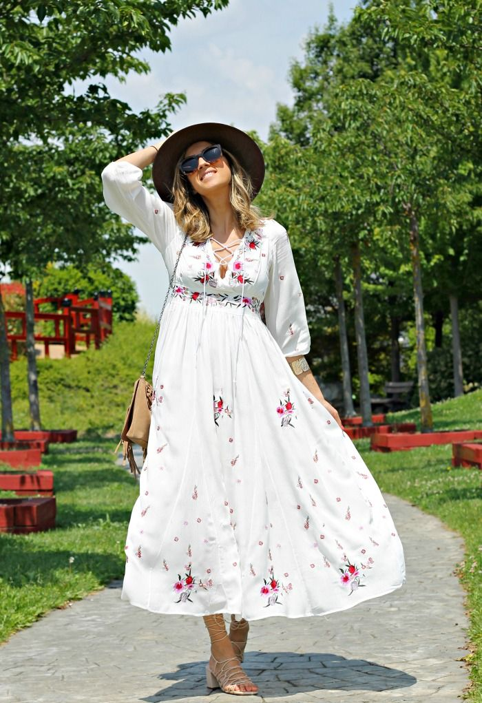 Como Combinar Un Vestido Blanco Largo Look And Chic Moda Blogger De Moda Vestidos Blancos