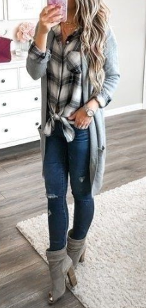 19 Lovely Fall Outfits for Women 2019 Lovely Fall Outfits for Women 2019. Summer coming to an end may feel like a bummer to some, but the good news is that fall is always filled with endless outfit ideas and layering opportunities for fashion girls to have fun with. From boots to blazers, recent wear trends, and beyond, there is masses to induce excited concerning. #2019fallfashiontrends