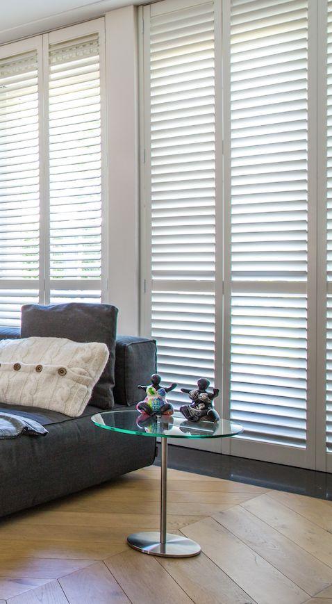 Shutters in de woonkamer geven de ruimte een warm… | Zonnelux ...