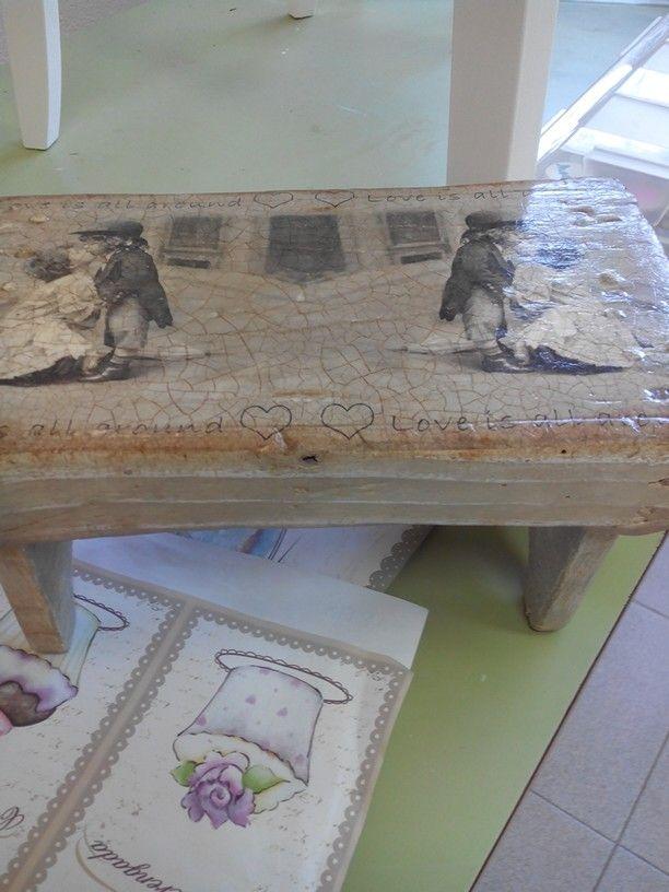 Banquito de madera restaurado y decorado...