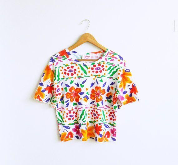 Bold and Bright Vintage Floral Blouse / Vintage Floral Tee / 80s Floral Top / Bright Vintage Florals