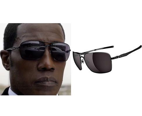 1938f64de Johnson (Wesley Snipes) wears Oakley Plaintiff Squared Sunglasses in the  color Polished Black/Warm Grey in The Player Season 1 Episode 1