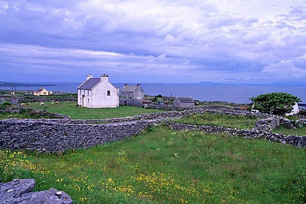 No holiday to Ireland would be complete without a trip to the mystical Aran Islands that are situated in the middle of Galway Bay. The rugged, natural beauty along with thatch roofed stone cottages that dot the islands provide a splendid example of Celtic and early Christian heritage and gives one the impression that they have just travelled back in time..