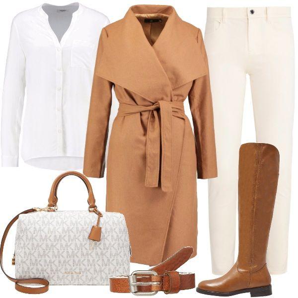 f28bc6718f34 Outfit sobrio ma particolare grazie all abbinamento dei colori cognac e  bianco. Nuance luminose