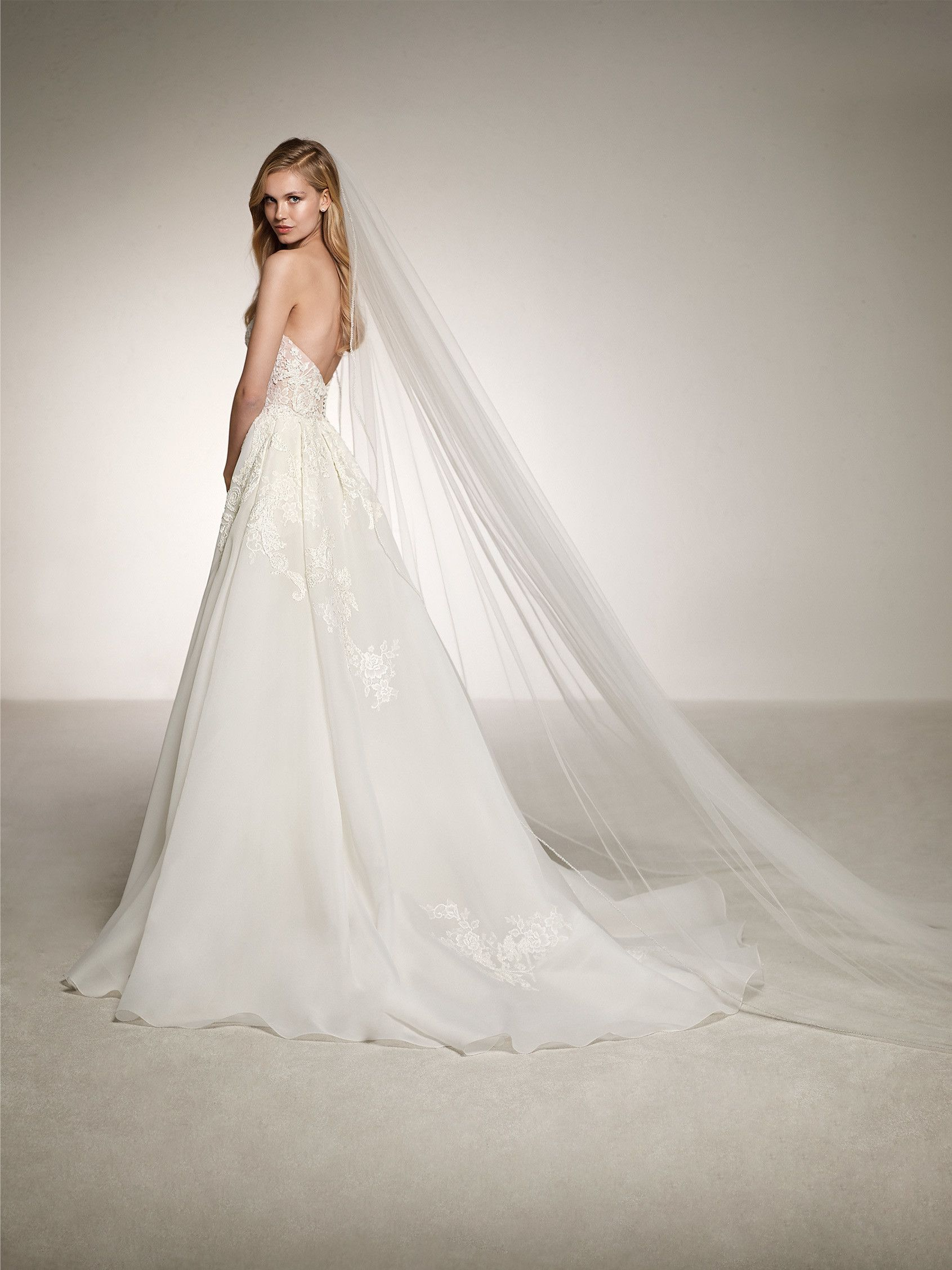 2cab8ce13ced wedding dress with lace neckline | Wedding Dress | Wedding dresses ...