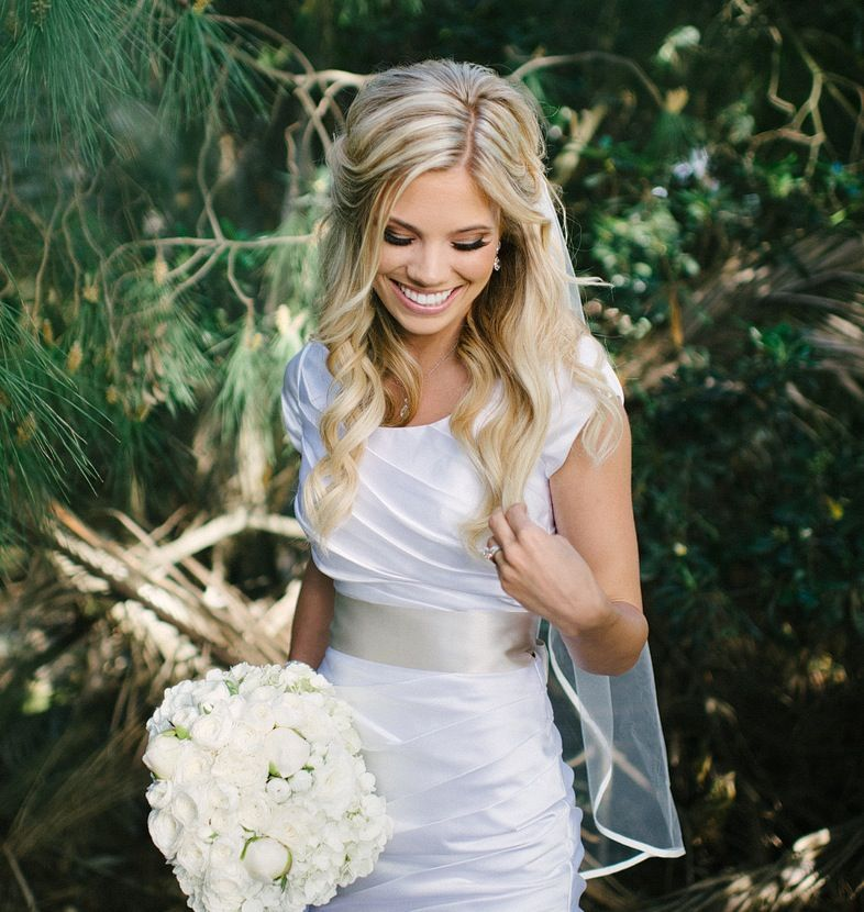 Loose Beachy Effortless Bridal Hair Bridal Hair: Wedding Hair - Half Up With Veil