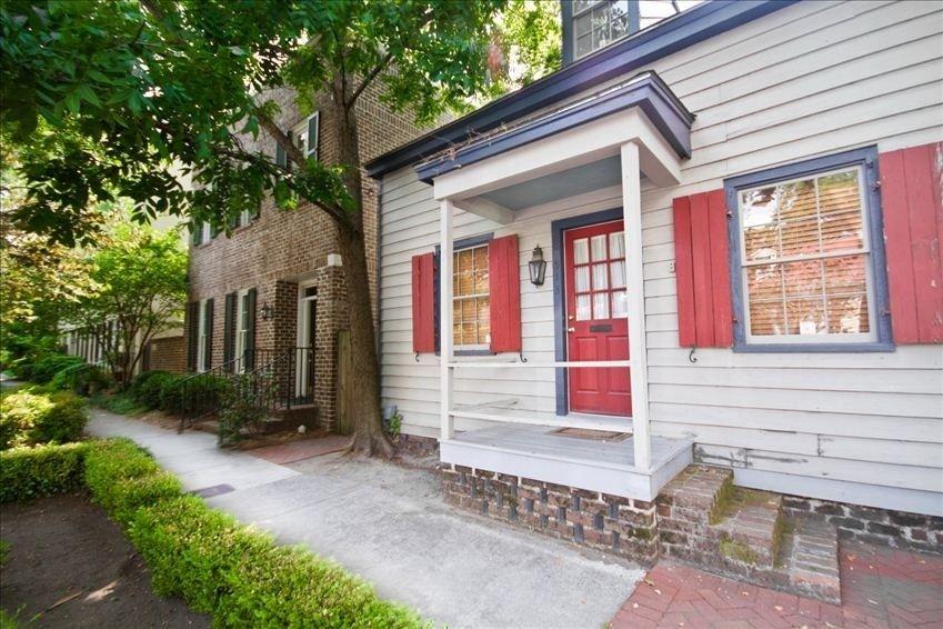 Savannah Ga Vrbo Com The Captain S Quarters In The Heart Of Savannah S Landmark Historic District Vacation Rental Vacation Rental Sites Vacation
