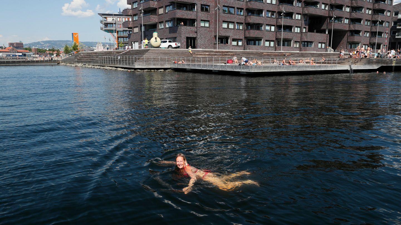 bf2ae37a Sørenga åpnet igjen etter oljeutslippet: - I dag var det helt nydelig  badevann - Aftenposten
