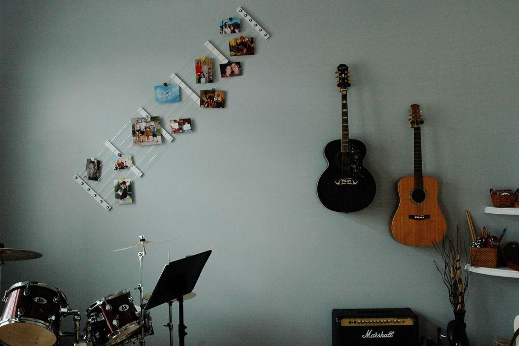 Music room guitar decoration picture holder kreativ mit fotos pinterest guitar - Guitar decorations for bedroom ...