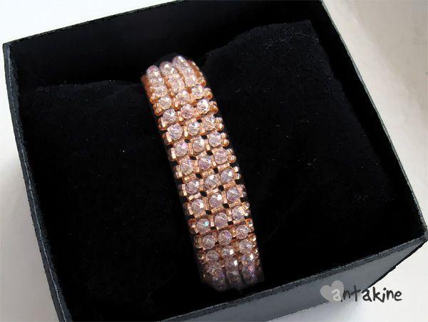 Preciosa' biseris, rondelės formos čekiški stikliniai karoliukai.