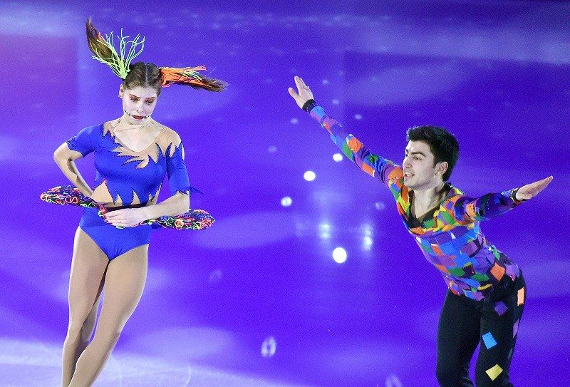 エキシビションで演技するジュニアペア1位ののアナスタシヤ・ミーシナ、ウラジスラフ・ミルゾエフ組=フランス・マルセイユで2016年12月11日、宮間俊樹撮影