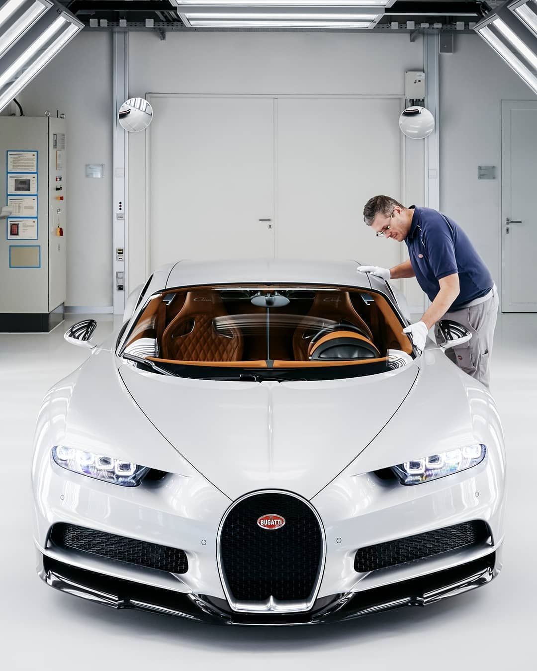 In The Light Tunnel A Quality Expert Carries Out A Relentless Inspection Of The Finish Checking It Millimeter By Mi Sports Cars Bugatti Bugatti Chiron Bugatti