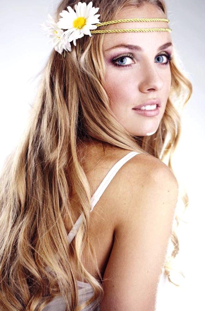 bride's long blond hair daisy