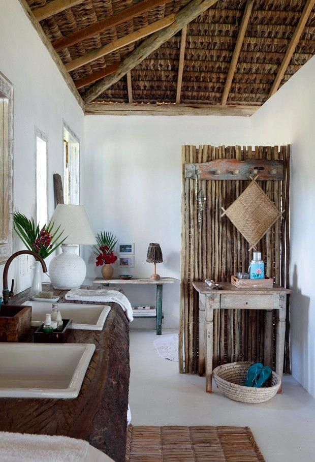 Lavabo o ambiente tem diversos apoios e duas pias for Decoracion de casas brasilenas