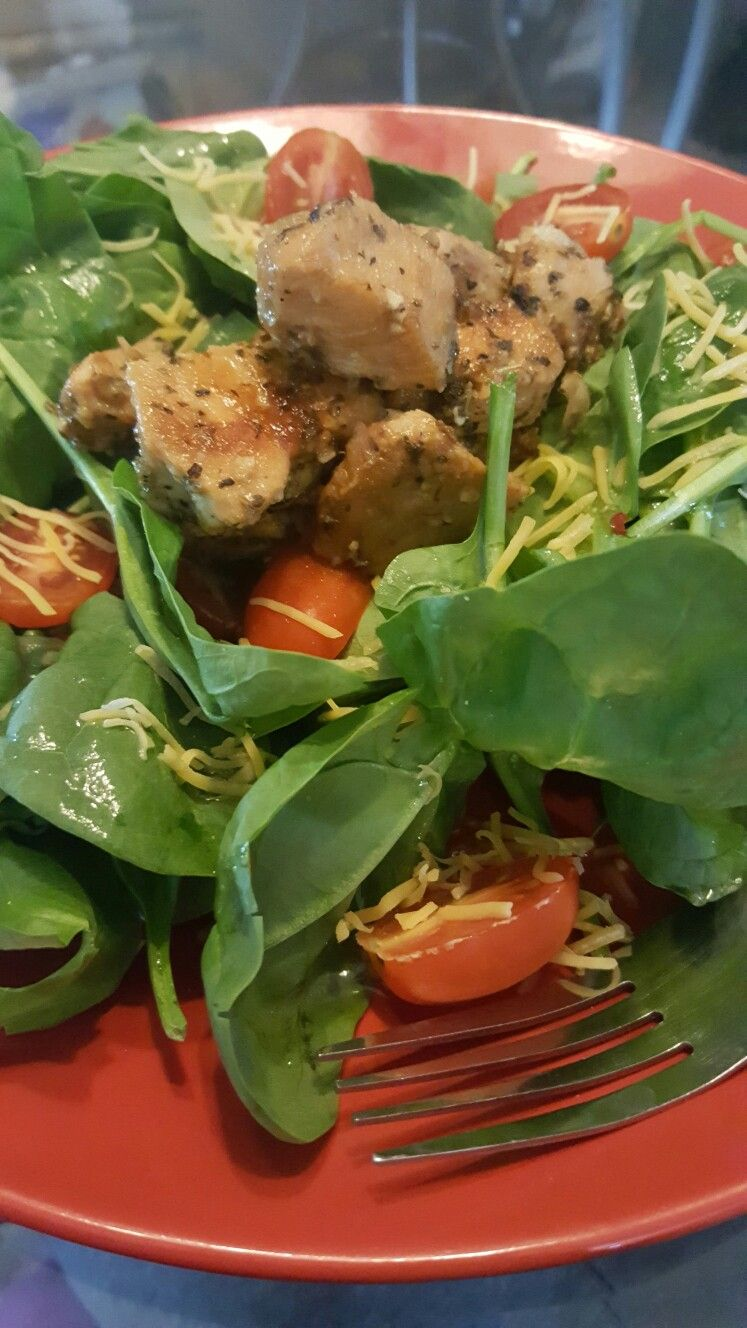 Simple spinach salad with herb chicken
