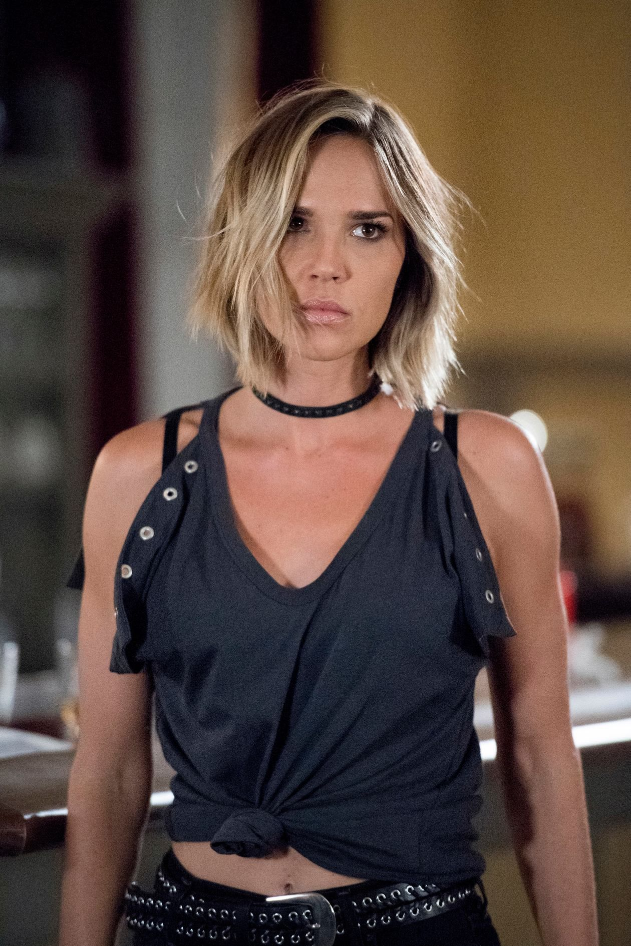 Great Haircut From Nbc Midnight Texas Arielle Kebbel Love Your