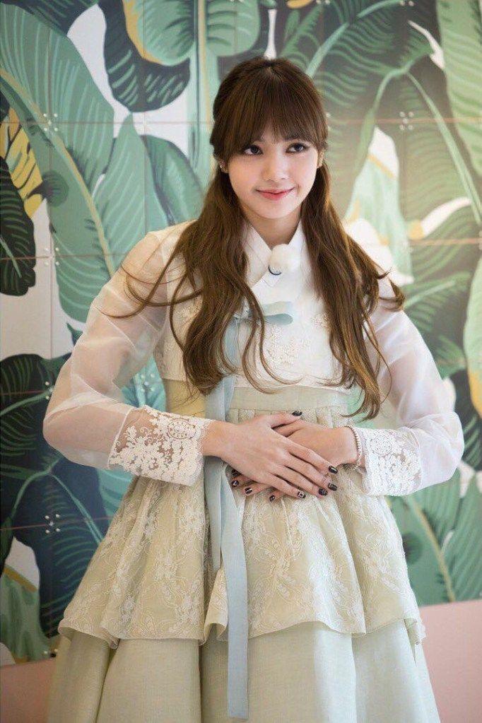 Adu Gaya Idol Kpop Kenakan Hanbok Menawan Dengan Sentuhan Tradisional Gadis Ulzzang Selebriti Selebritas