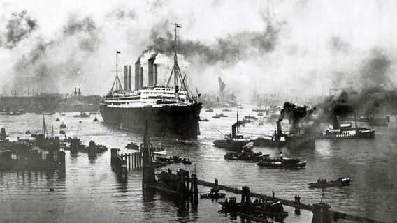 """aus dem Jahr 1913: Der Dampfer """"Imperator"""", das damals größte Schiff ..."""