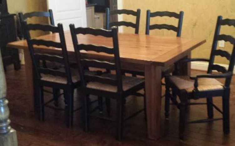Broyhill Attic Heirlooms Rectangular Leg Table In Oak Stain And Ladderback Chairs In Black Stain Wit Broyhill Furniture Kitchen Seating Area Country Home Decor