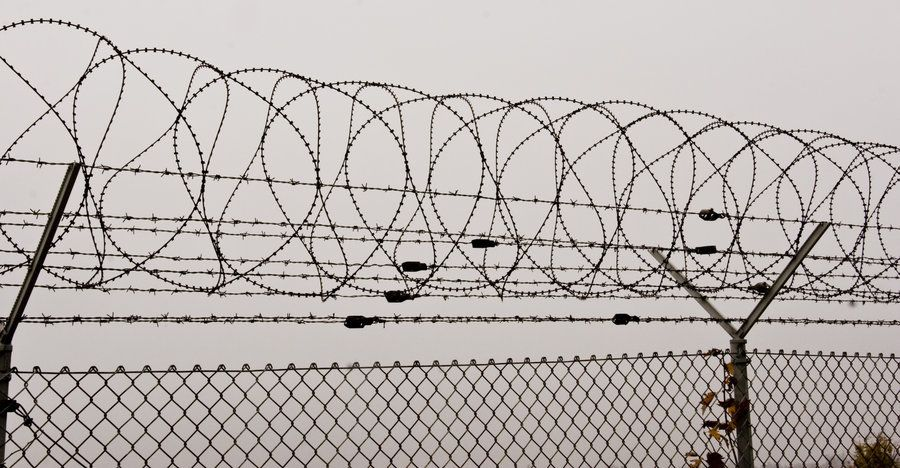 Barbed wire fence by archaeopteryx-stocks.deviantart.com | Muse ...