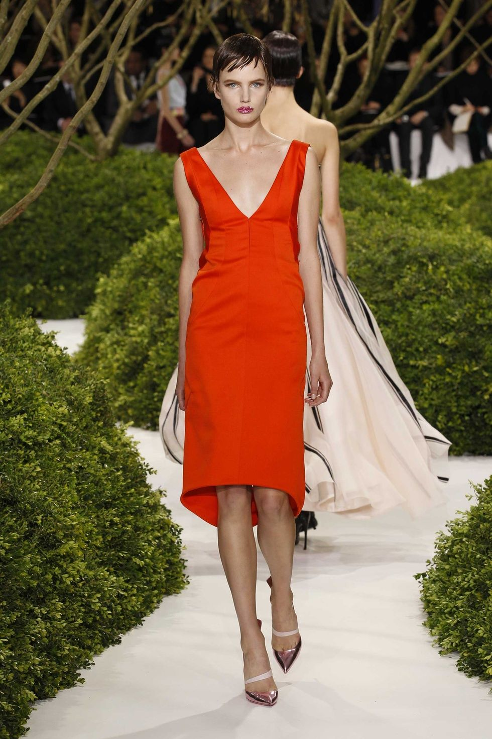 Dior Haute Couture Spring-Summer 2013 – Look 14: Embroidered red ...