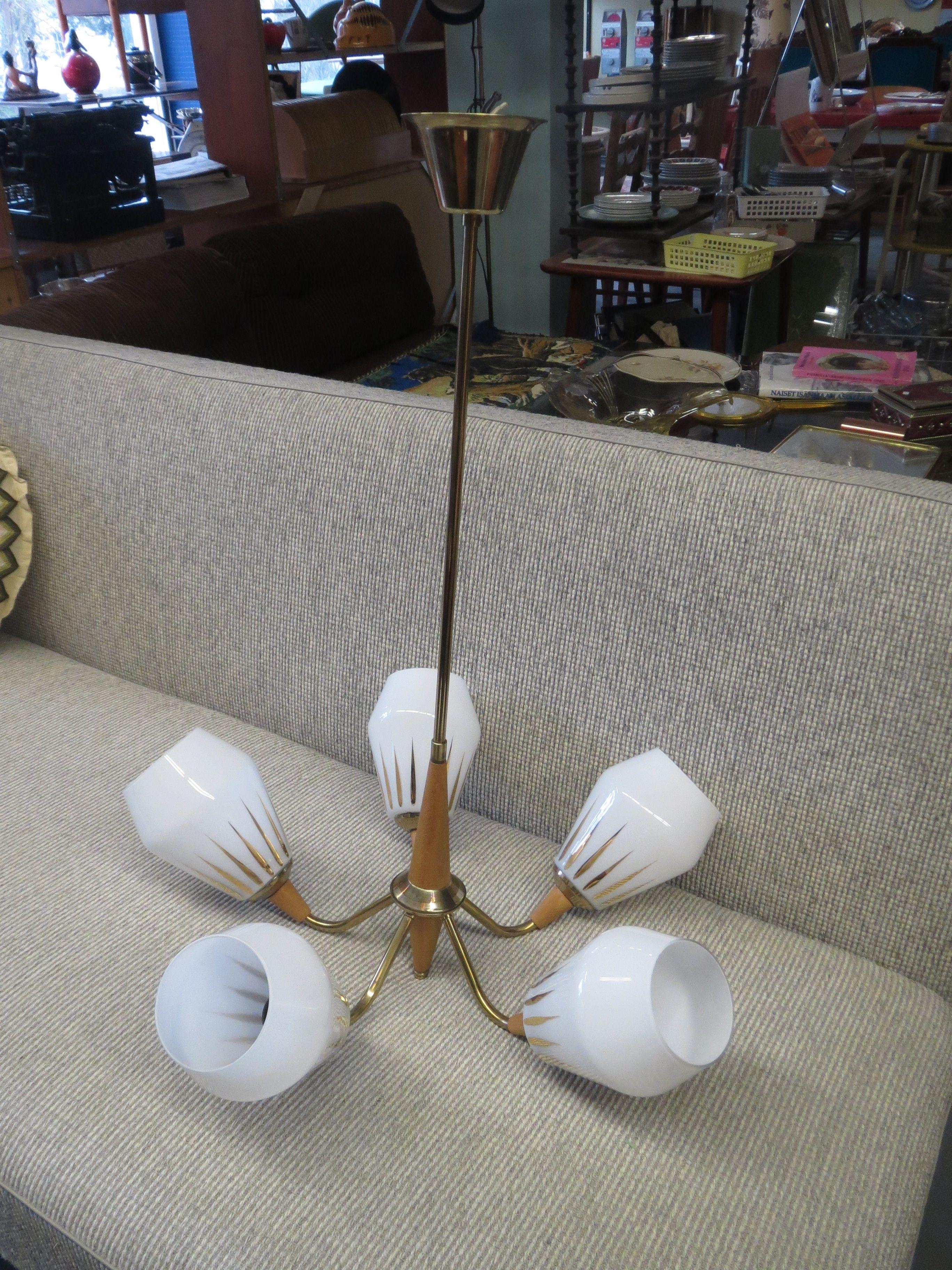 50-luvun pöytä- ja seinävalaisin, hehkulamppu