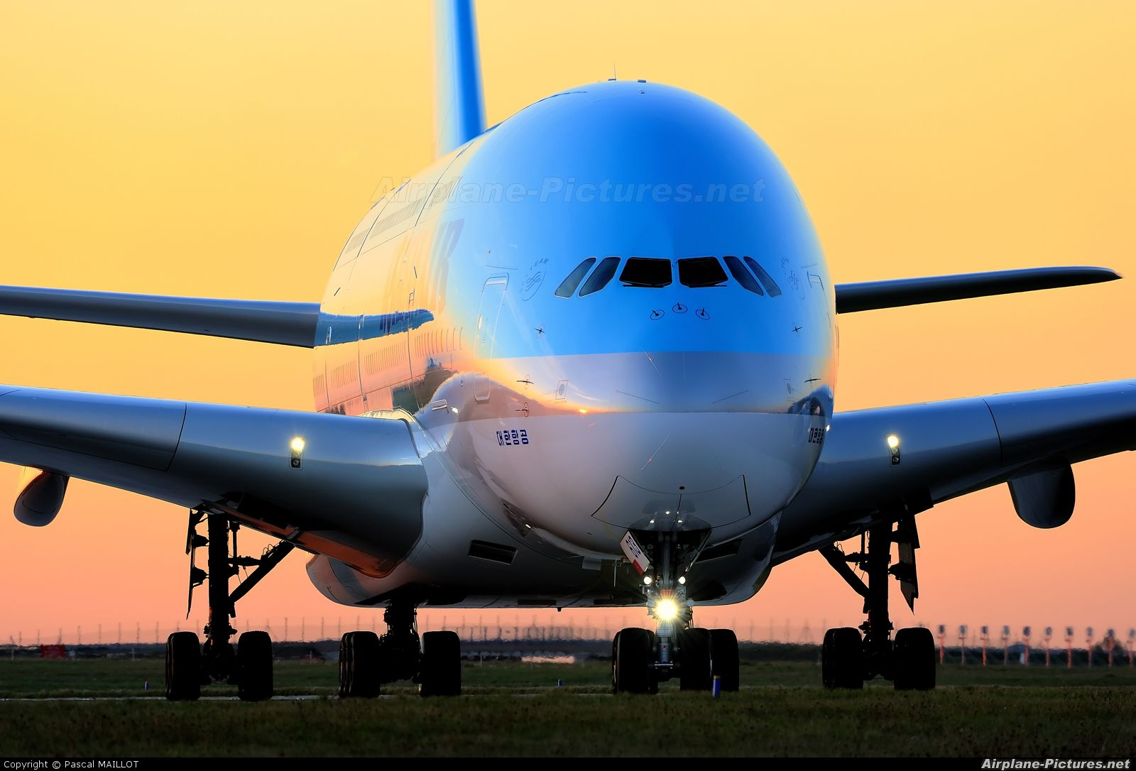 High quality photo of Korean Air Airbus A380 by Pascal MAILLOT. Visit Airplane-Pictures.net for creative aviation photography.