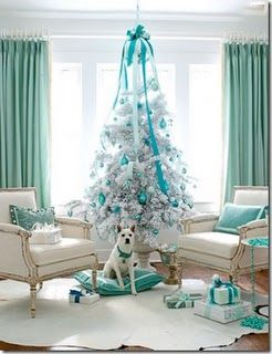 teal christmas.. totally want to do a themed tree in every room of my house <3