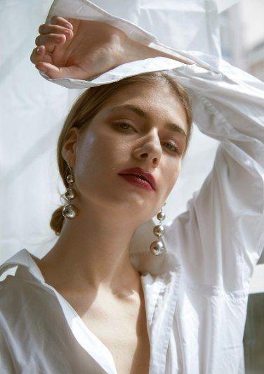 Photo of statement earrings and a bold lip #beauty – Braut – #beauty #Bold #Braut #earrin…