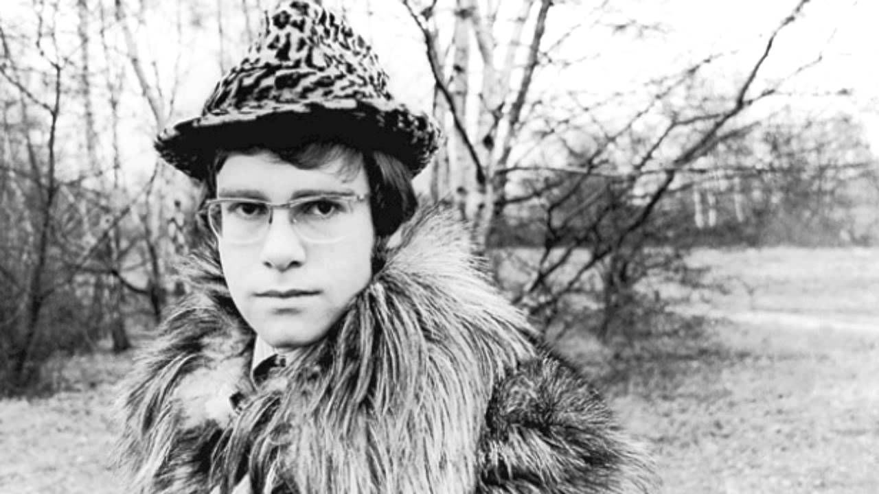 ELTON JOHN VICTIM OF LOVE Elton john, Elton john young