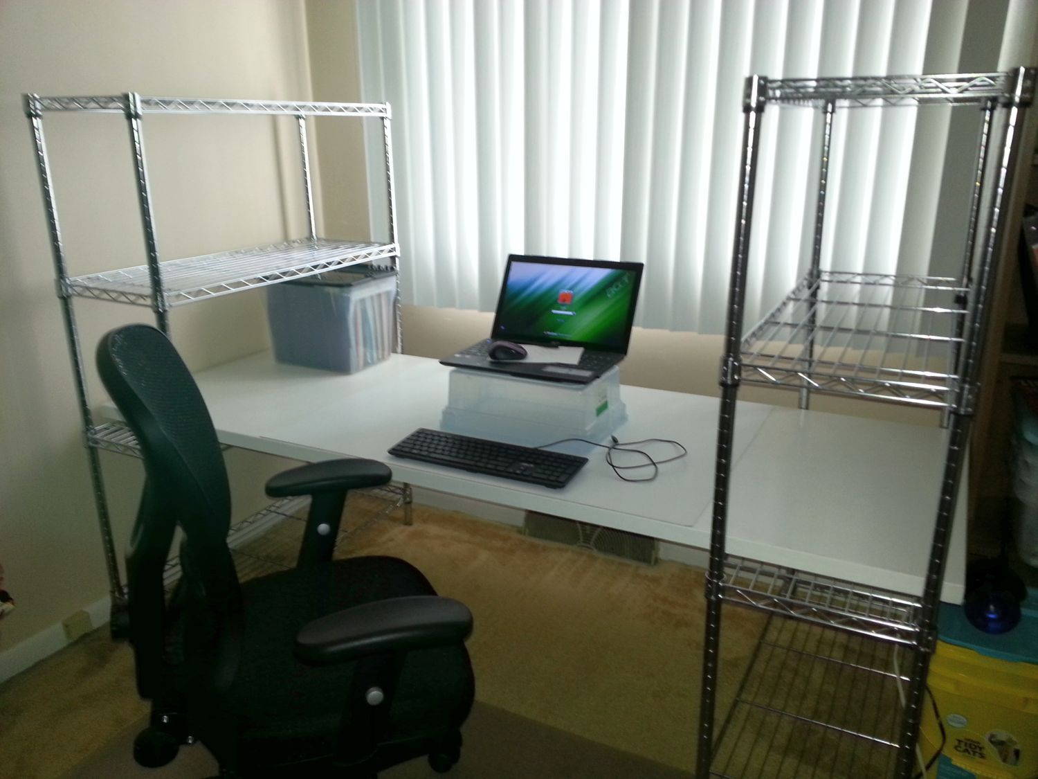 Home office desk  Easy assembly - no bolts, drilling or