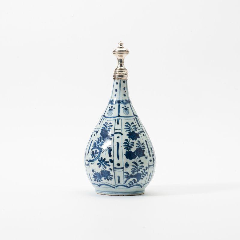 A pear-shaped Kraak porcelain vase, Wanli period (1573-1619)