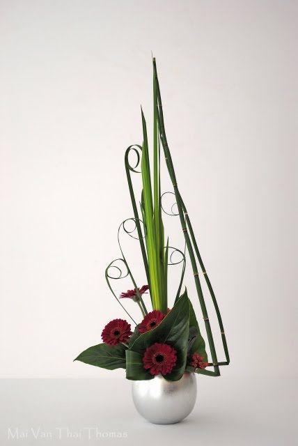 art floral moderne art floral ikebana more inspiration for a miniature floral arrangement. Black Bedroom Furniture Sets. Home Design Ideas