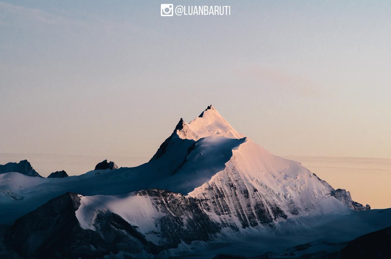 Found the perfect mountain. Weisshorn Switzerland. [OC] [1500994]