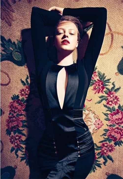 This black dress is sooo pretty