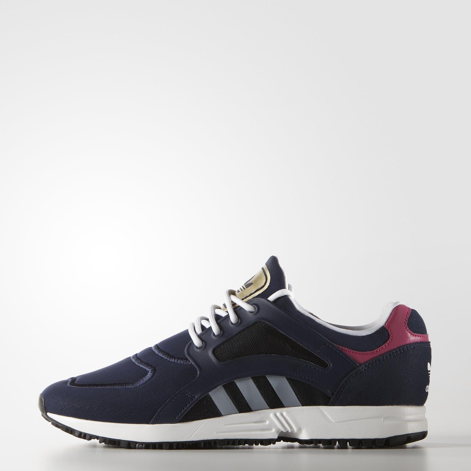 Adidad - Voici un remix contemporain d'une chaussure de running légendaire au look épuré. Munie d'une tige en mesh avec une languette ornée d'un Trèfle métallisé, cette chaussure femmes reprend les lignes authentiques tout en présentant un design et une semelle intermédiaire plus légers.