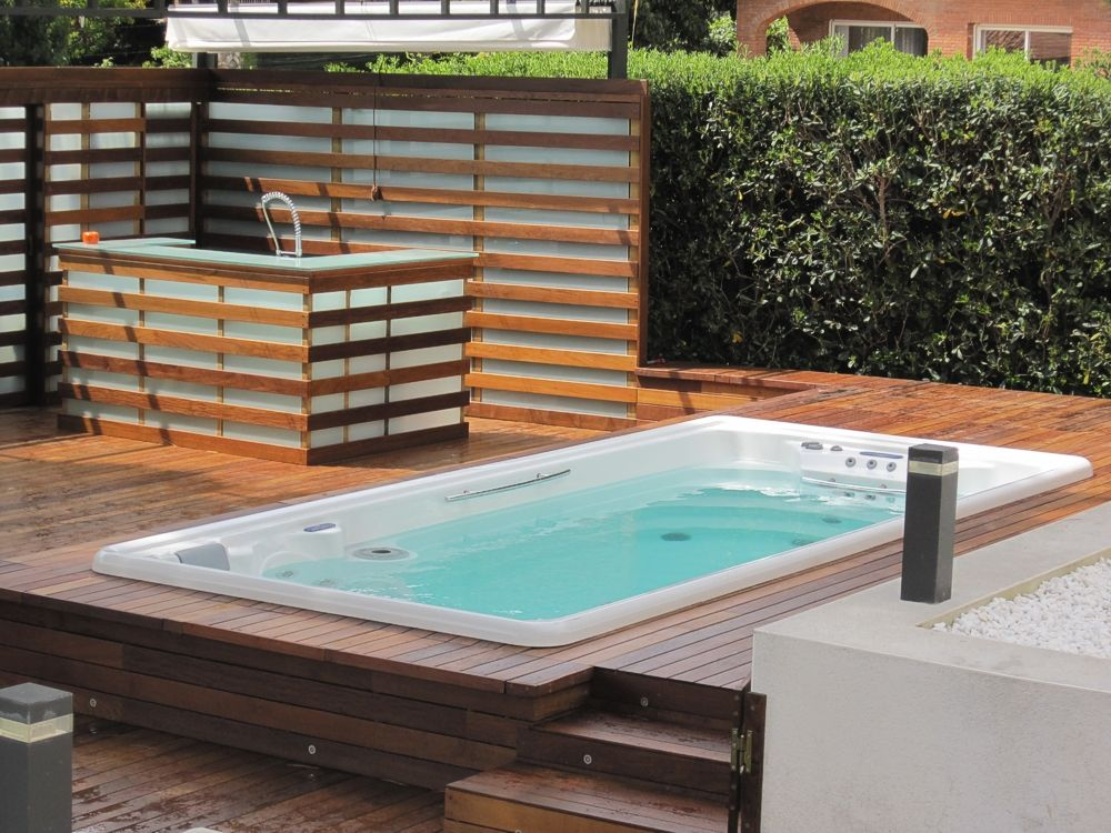 Un Joli Spa De Nage Encastra C Dans La Terrasse Avec Images Spa De Nage Jacuzzi Jardin Spa Exterieur