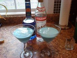 10 Delicious Blue Curacao Cocktails Blue Curacao Cocktails With